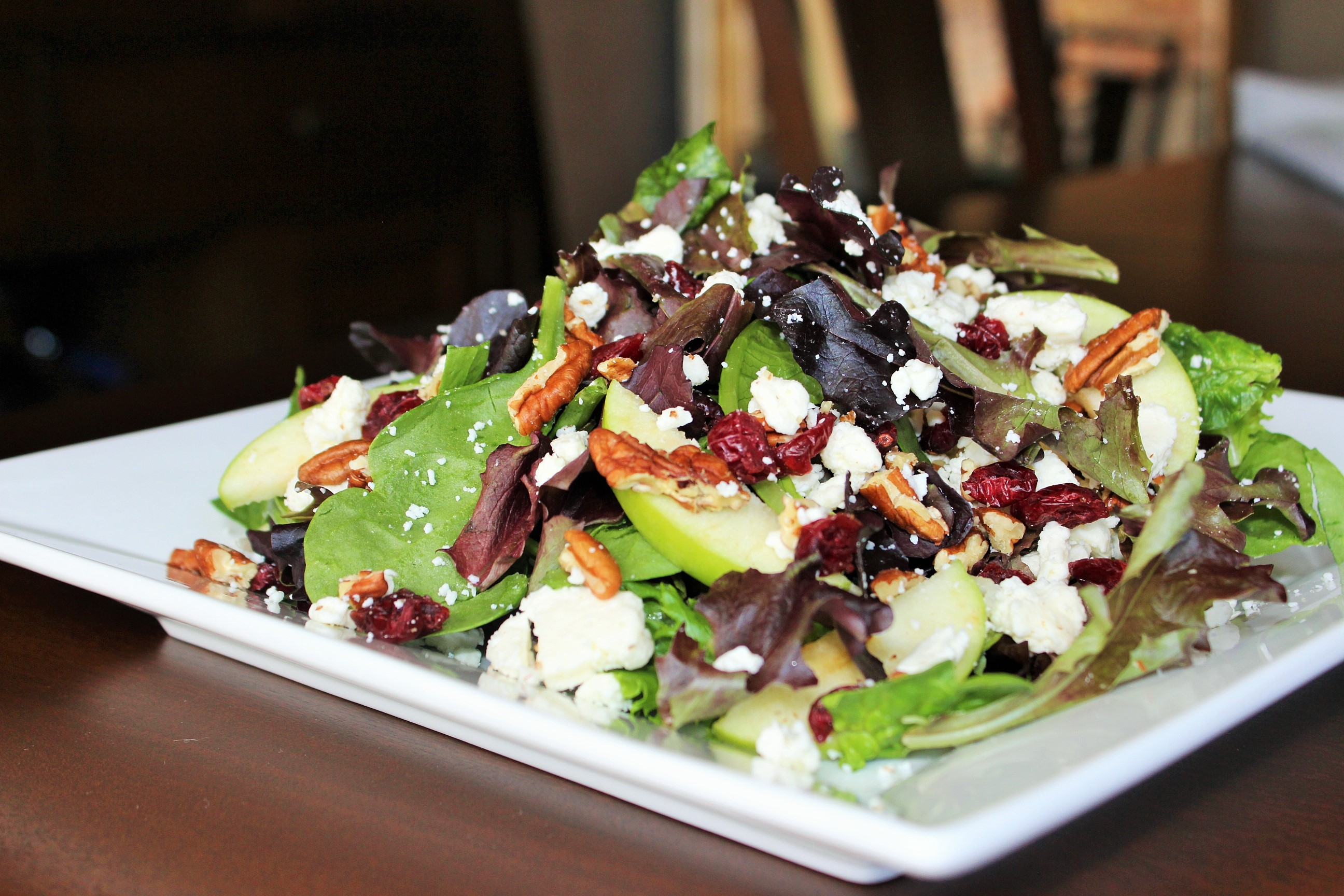 Tossed Salad with Green Apple, Pecans and Feta Cheese - Easy Peasy ...