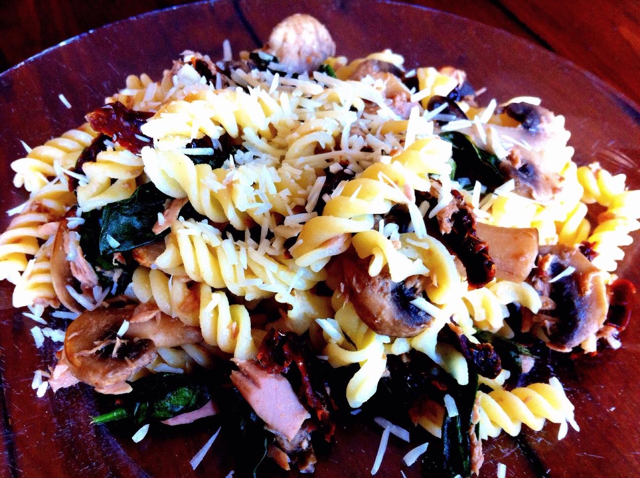 Rotini with Tuna, Mushrooms, Spanich & Sundried Tomatoes