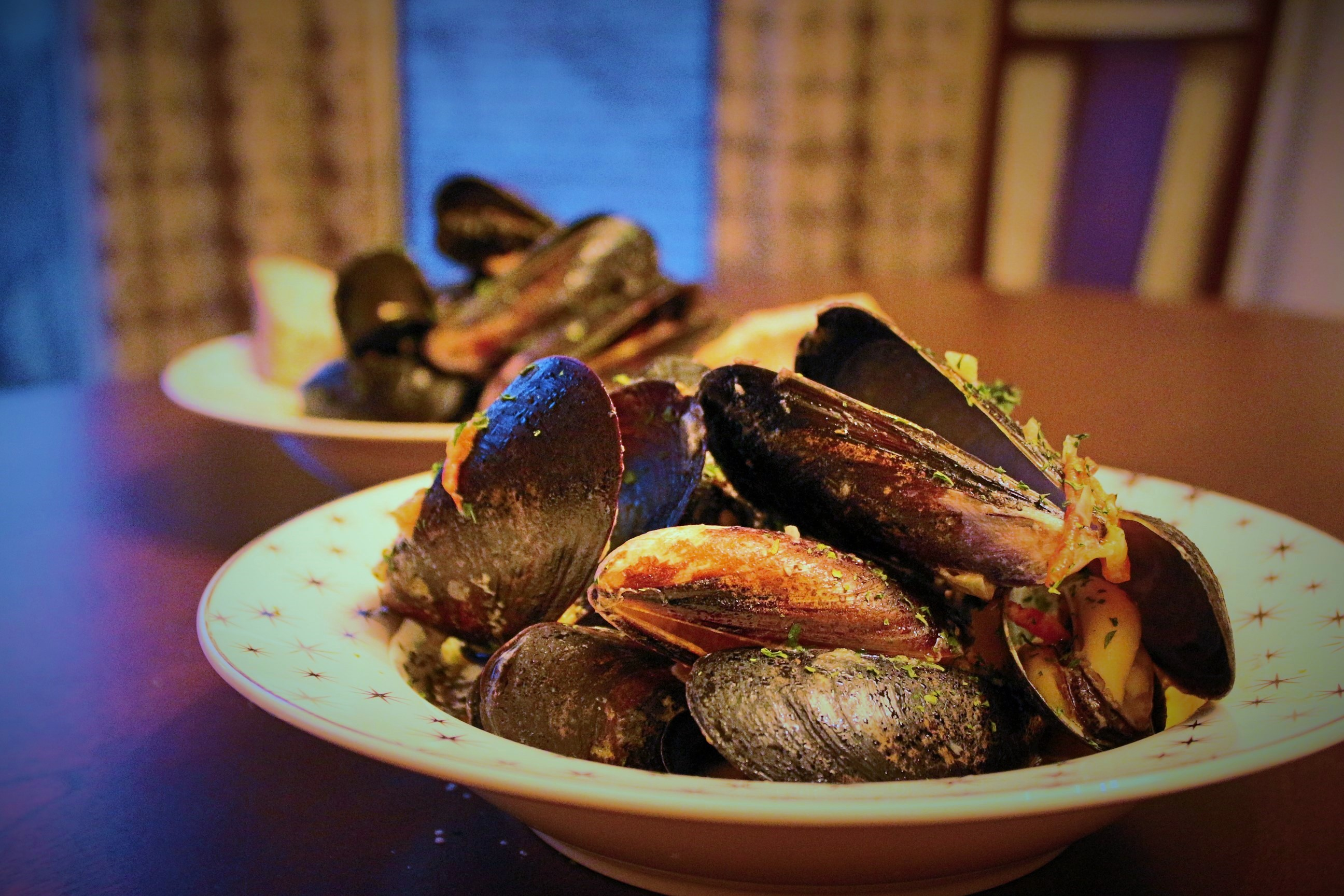 Steamed Mussels with White Wine and Garlic Cream